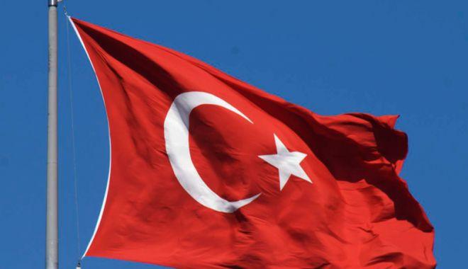 Foto: Ambasada Turciei din Danemarca, atacată cu cocktailuri Molotov
