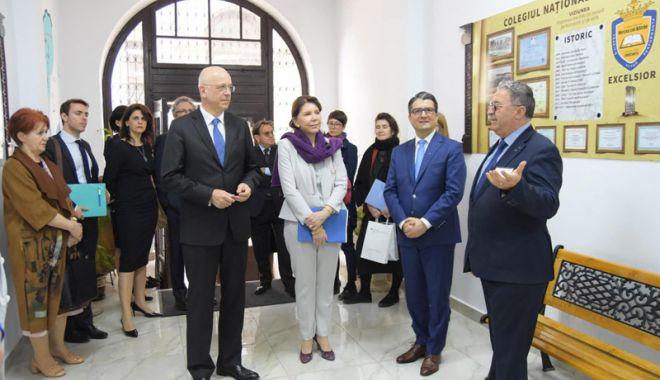 Foto: Ambasadorii Franţei  şi Germaniei  au vizitat mai  multe licee  din Constanţa