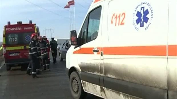 Foto: TIR răsturnat pe autostradă! Şoferul a murit pe loc şi a rămas prins în cabina zdrobită