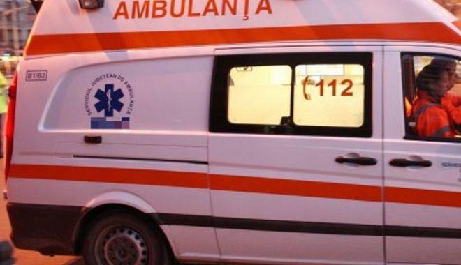 Explozie puternică în curtea unei firme. Un om a murit - ambulanta-1580230484.jpg