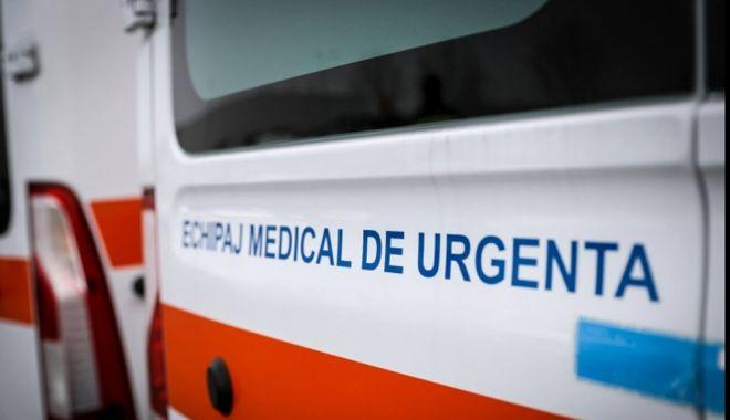 Foto: Un șofer băut a provocat un accident rutier grav. Doi bebeluși de patru luni au ajuns la spital