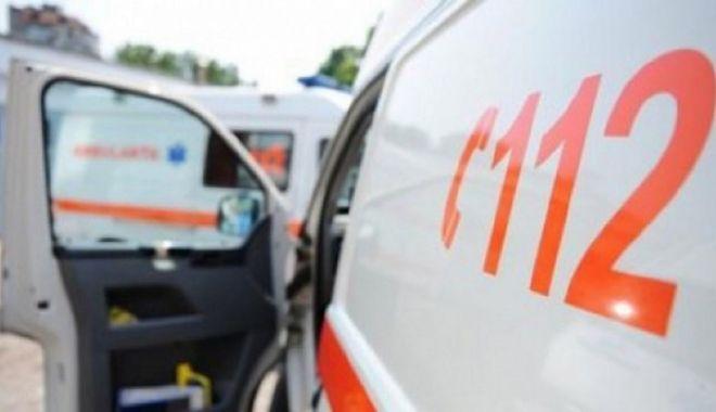 Motociclist rănit pe bulevardul Lăpuşneanu, într-un accident rutier - ambulanta-1617357464.jpg