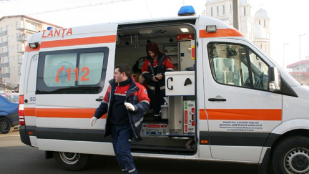 Foto: Un copil de doi ani a căzut de la etaj