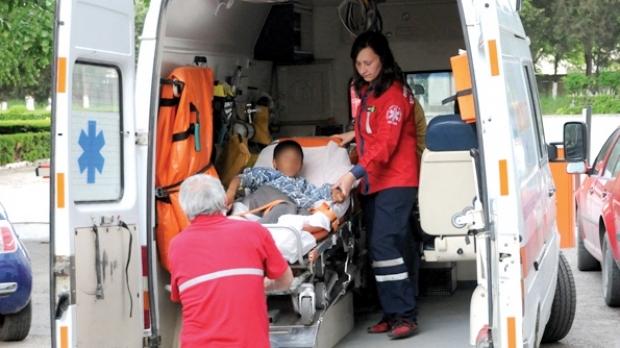 Foto: Copil de opt ani în comă, după ce o maşină s-a răsturnat