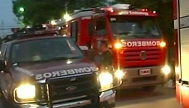 Foto: Trei persoane au murit, după ce un teatru s-a prăbuşit