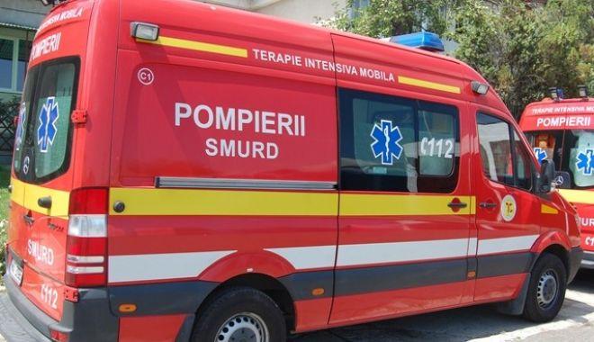 Foto: Elevă transportată la spital, după ce a fost bătută de un coleg