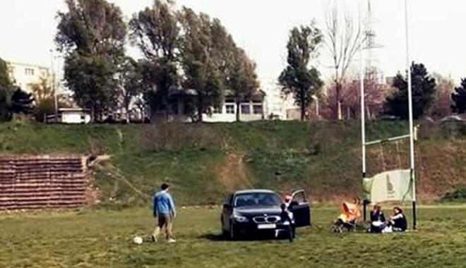 Foto: Amendă pentru constănțeanul care a parcat pe terenul de rugby