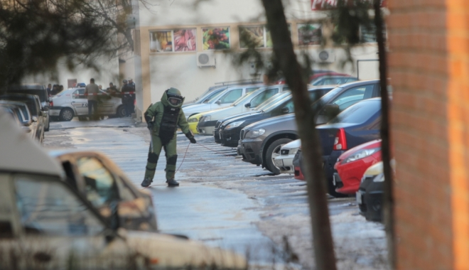 Foto: Autorităţie române, în alertă! 20 de BOMBE, decoperite lângă un teren de fotbal