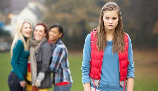 Foto: Ameninţaţi de cuţitari! Sunt în siguranţă elevii şi profesorii, la şcoală?