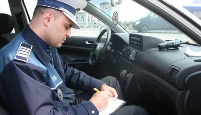 Foto: Peste 100 de şoferi constănţeni, amendaţi de poliţiştii de la Rutieră