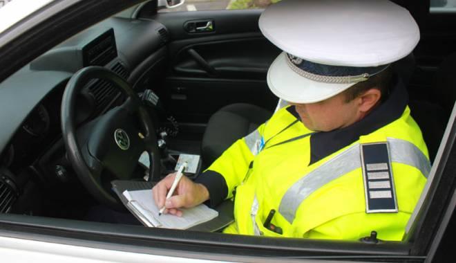 Foto: Poliţiştii de la Rutieră, pe străzile din Constanţa. Zeci de sancţiuni, în prima zi de primăvară