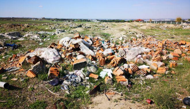 Foto: Amenzi pentru cei care aruncă deșeurile din construcții în zone neamenajate