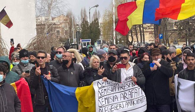 """AUR a scos oamenii în stradă și la Constanța. """"Vrem ca autoritățile să anuleze restricțiile!"""" - amenziprintprotest3-1617125609.jpg"""