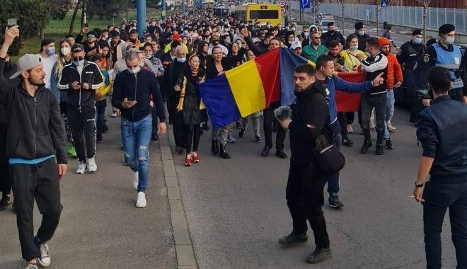"""AUR a scos oamenii în stradă și la Constanța. """"Vrem ca autoritățile să anuleze restricțiile!"""" - amenziprotest12-1617125628.jpg"""