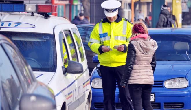 Foto: Străzile din judeţ, împânzite de poliţişti! Zeci de amenzi şi permise suspendate