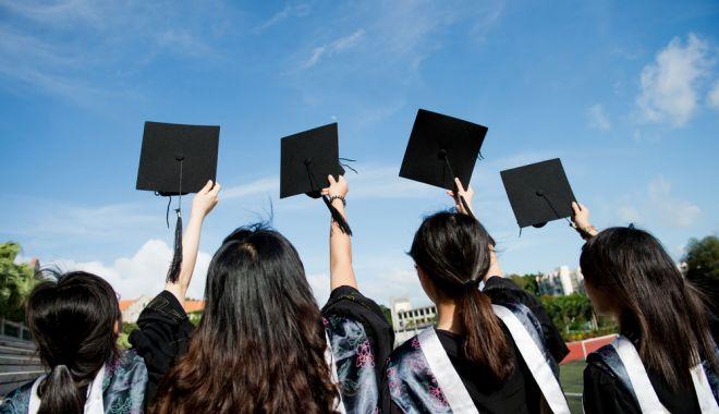 Foto: Amenzi de până la 1.500 de lei pentru teribiliştii proaspăt absolvenţi de liceu