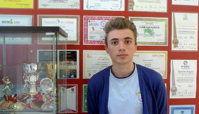Foto: Americanii l-au primit pe elevul Alex Oprea în tabără după teste grele