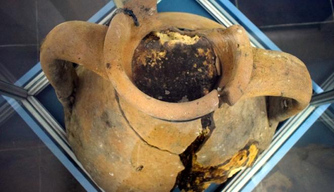 Foto: În vizită la muzeele constănţene.  Amforă cu seu de oaie cu o vechime de 1800 de ani