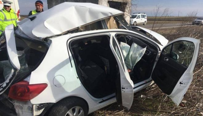 Foto: A murit pe loc după ce a intrat  cu maşina într-un bazin de irigaţii
