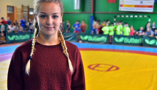 Foto: Andreea Ana, o luptătoare vicecampioană mondială şi elevă eminentă!