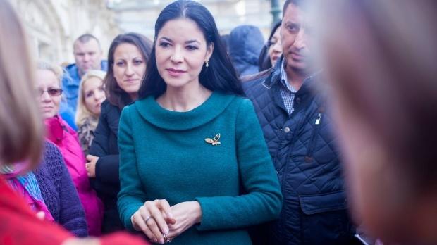 Foto: Tudorel Toader a plecat de la Ministerul Justiţiei, lăsând-o în loc pe Ana Birchall: Am predat dosarul cu problemele justiţiei
