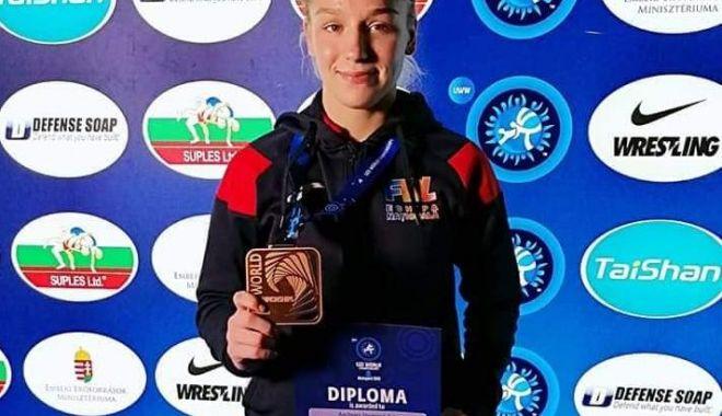 Andreea Beatrice Ana, medaliată cu bronz la Campionatele Mondiale de lupte - andreea-1572639365.jpg