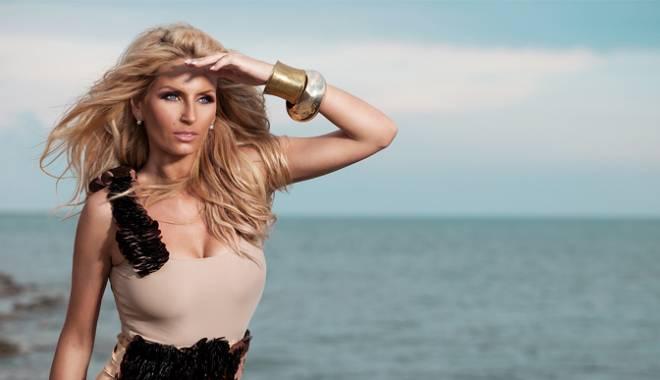 Unii cu fulare, alţii topless! Andreea Bănică face furori pe net - andreeabanica-1453210879.jpg