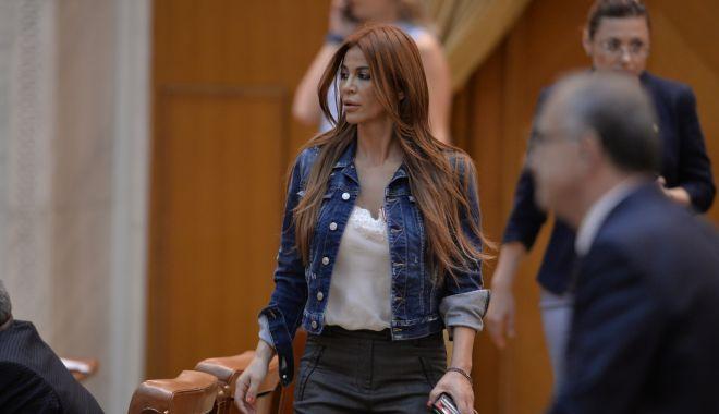 Foto: Andreea Cosma, denunţ împotriva fostei şefe DNA, Laura Codruţa Kovesi