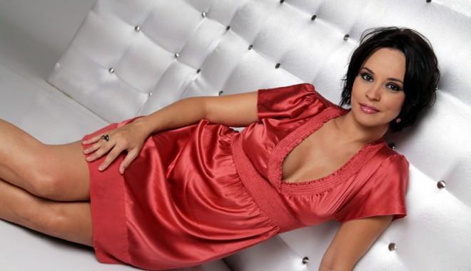Andreea Marin  se reface după divorț la shopping - andreeamarin-1360500799.jpg