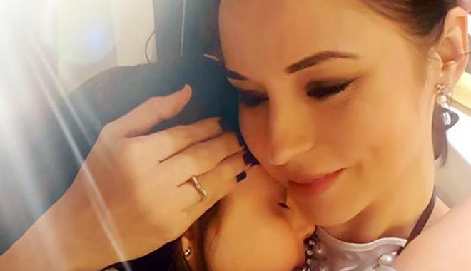 Andreea Marin,  cu lacrimi în ochi  de Revelion - andreeamarinderevelion-1483365606.jpg