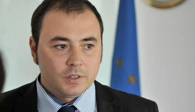 Istoricul Andrei Muraru, acreditat oficial de Casa Albă ca ambasador al României în SUA - andri-1631965714.jpg