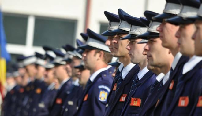 TOTUL DESPRE ANGAJĂRILE ÎN POLIŢIE DIN SURSĂ EXTERNĂ. Unde se fac înscrierile şi ce fel de oameni caută MAI - angajari-1459277297.jpg