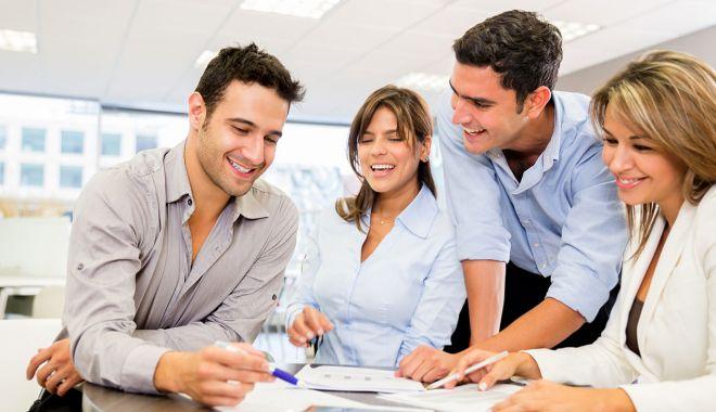 """Foto: Angajatorii ciupesc din banii salariaţilor. """"Mulţi preferă să angajeze tineri pentru a-i păcăli"""""""