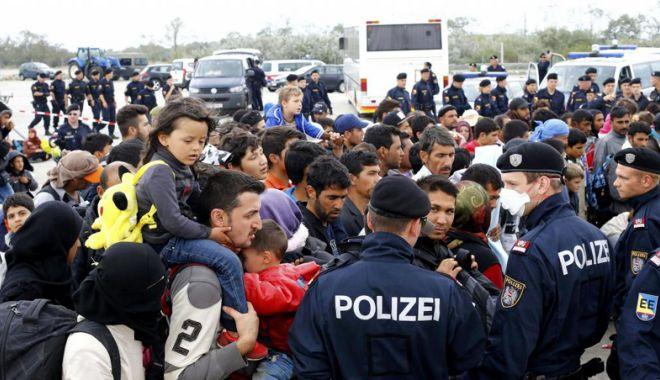 Foto: Angela Merkel respinge ideea unei axe Germania-Austria-Italia împotriva migraţiei