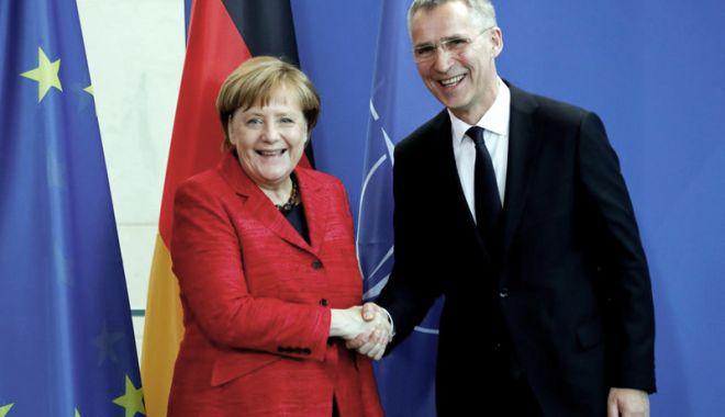 Foto: Angela Merkel şi Jens Stoltenberg, încrezători cu privire la unitatea NATO