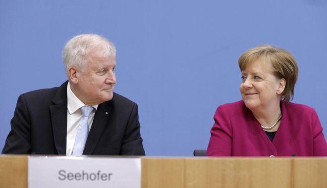 Foto: Problema migraţiei. Angela Merkel  şi-a salvat, pentru moment, guvernul
