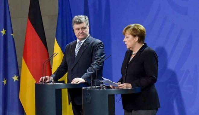 Foto: Angela Merkel susţine Ucraina şi cere continuarea dialogului cu Rusia