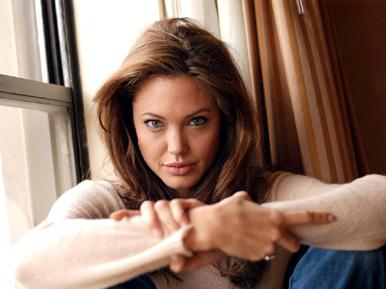 Angelina Jolie, însărcinată în trei luni - angelinajolie-1359037999.jpg