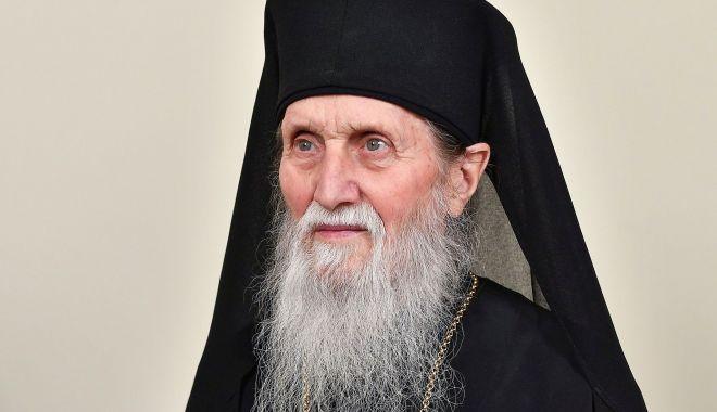 Foto: Aniversare în Biserica română. Împlinește 90 de ani!
