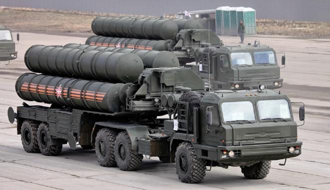 Foto: Ankara a semnat cu Moscova  un contract pentru achiziţionarea  de sisteme antiariene S-400