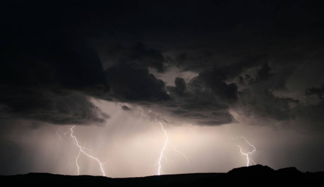 Foto: ALERTĂ meteo: Cod galben de furtuni timp de două zile/ HARTA zonelor vizate