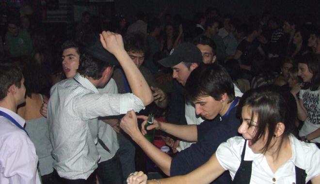 Foto: Cum prevenim  consumul de droguri  în cluburi