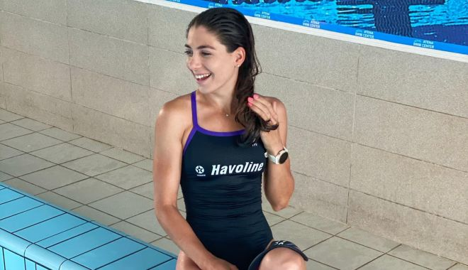 Foto: Antoanela Manac, antrenament în bazinul de înot