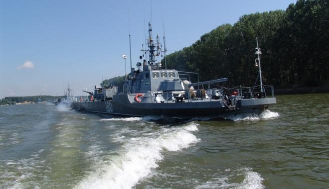 Foto: Antrenamente pe Dunăre ale navelor militare fluviale