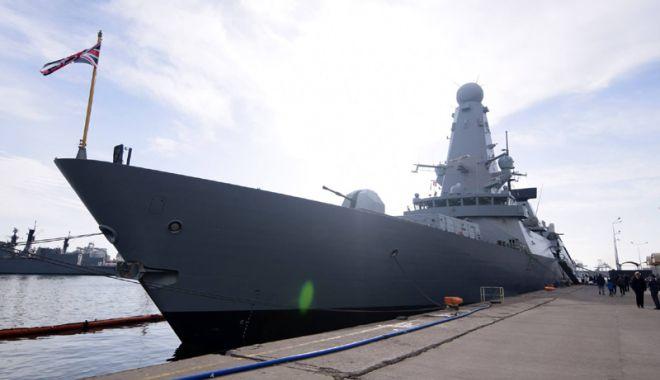 Foto: Distrugătorul Duncan a părăsit portul Constanţa