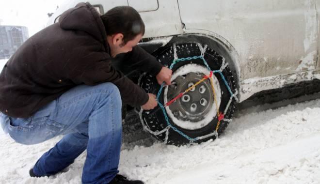 De c�nd sunt obligatorii anvelopele de iarn� �i ce amenzi risca�i �n lipsa lor - anvelopedeiarna-1416752336.jpg