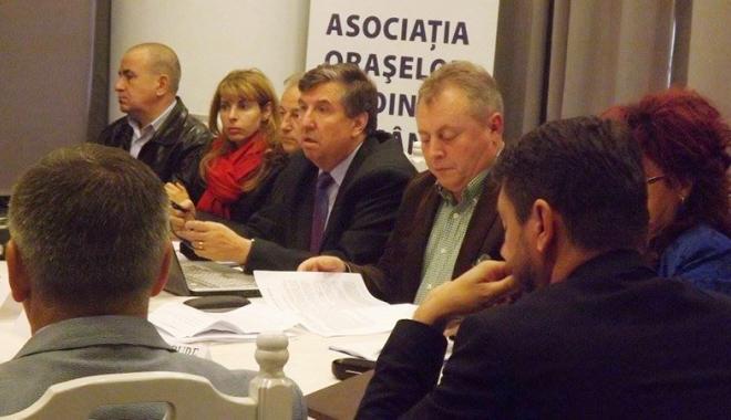 """Foto: """"Este nevoie de reformă, dar nu pe banii,  timpul sau nervii cetăţenilor din oraşele mici"""""""