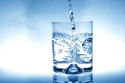 Foto: Aproximativ 150.000 litri de apă minerală, retrași de pe piață în urma controalelor ANPC
