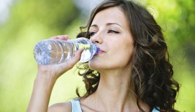 Foto: Apa vă menţine sănătatea