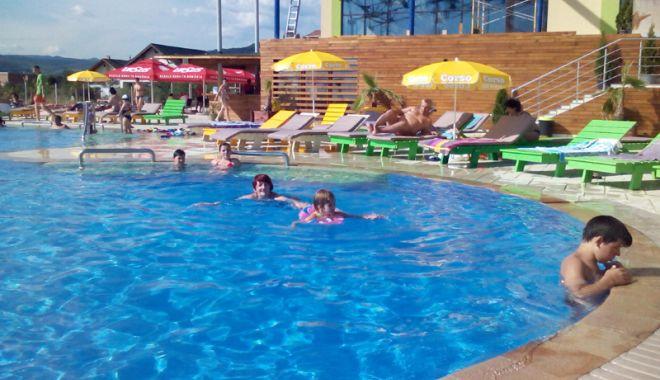 Foto: Atenţie la apa din piscine! Cum afectează clorul din apă sănătatea pielii